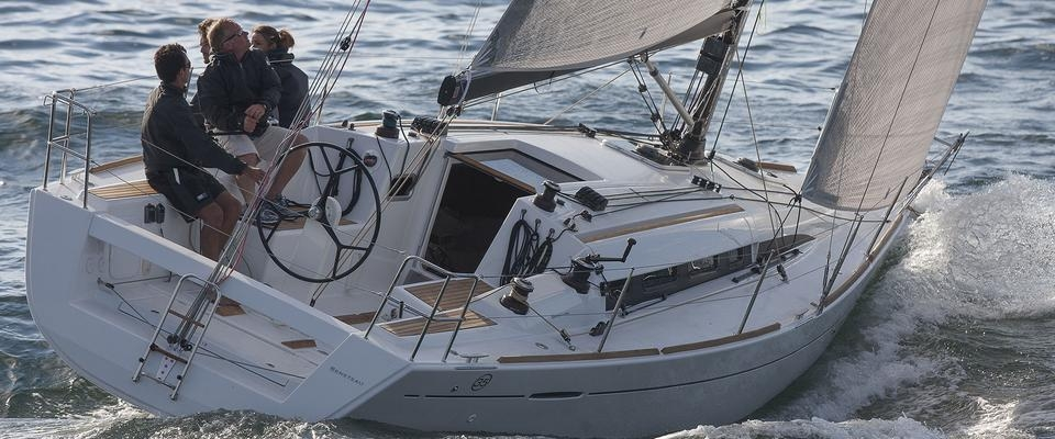 Conheça o Beneteau First 35 Carbon Edition - New